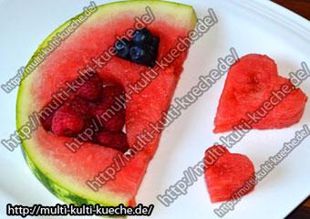Wassermelone mit Beerenherzen