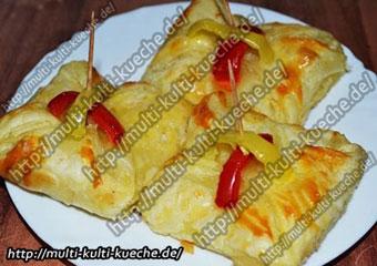 Blätterteigtaschen mit Hähnchen Spitzpaprika Füllung