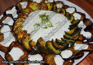 Gebratene Aubergine und Zucchini Scheiben mit Joghurt