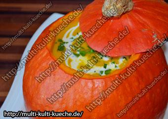 Hokkaido Kürbissuppe im Kürbis