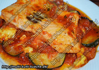 Lachsfilet auf Tomaten Zucchini