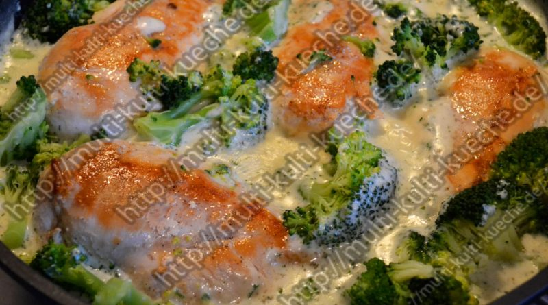 Hähnchenbrust mit Brokkoli in Sahnesoße