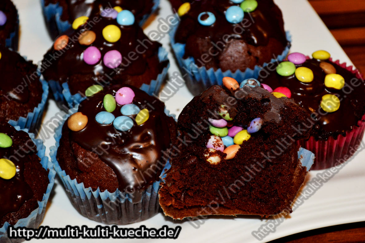 muffins mit smarties f llung. Black Bedroom Furniture Sets. Home Design Ideas